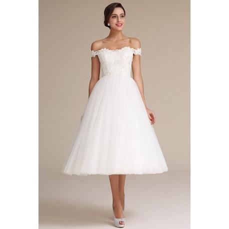 Svatební krátké rozkošné bílé šatičky s bohatou tylovou sukní a nádherně vyšívaným topem s rukávky spadlými na ramena