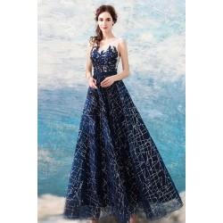 Krásné večernicové ojeďinělé tmavě modré šaty s krajkovým topem a nadýchanou sukýnko