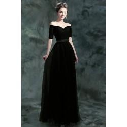 Uhrančivé jednoduché černé dlouhé šaty se spadlými rukávky