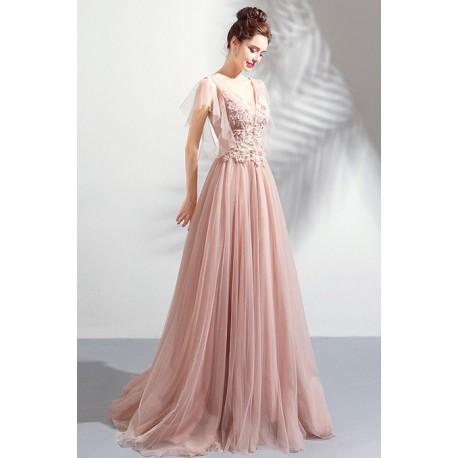 Překrásné plesové dlouhé světle růžové šaty s krajkovou výšivkou, kamínky zdobeným topem a vintage šněrováním