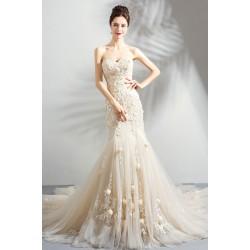 de243fd5a744 Překrásné splečenské nebo svatební úzké šaty v barvě šampaň bez rukávů  pošité květy a s bohatou nádhernou