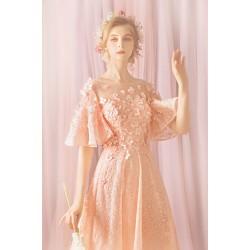 Překrásné vznešené celokrajkové světle růžové šaty s bohatou sukýnkou a nádherně zdobeným vrškem