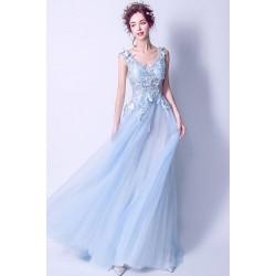 Nádherné poměnkově modré vílí šaty s ojediněle krajkovou výšivkou zdobeným topem a vintage šněrováním na zádech