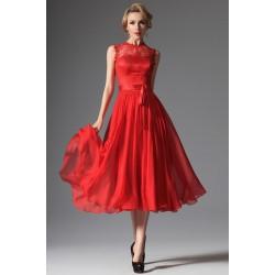 Společenské červené nádherné šaty ke kolenům, ke krku s krajkovým topem a saténovým páskem