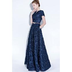Společenské jednoduché ojedinělé květinové modré šaty se zlatým páskem a krátkým rukávkem