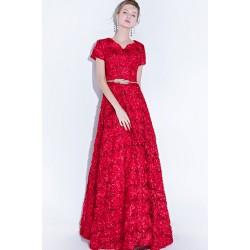 Společenské jednoduché ojedinělé květinové červené šaty se zlatým páskem a krátkým rukávkem