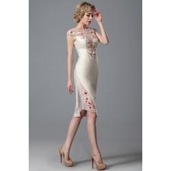 Nové naprosto ojedinělé velmi luxusně vypadající světlé šaty s květinovou bordo-bílou výšivkou