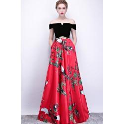 Společenské dlouhé šaty s červenou sukýnkou s potiskem a černým topem
