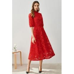 Nádherné elegantní celokrajkové červené šaty s dlouhým rukávem