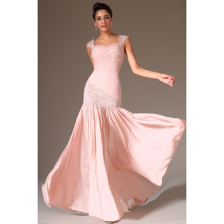 dbfe07942aed Společenské překrásné a jemné světle růžové šaty s nádherně zdobenou  krajkovou výšivkou podél boku a na