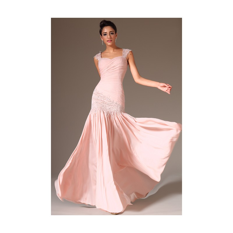 10f75d959e4 Společenské překrásné a jemné světle růžové šaty s nádherně zdobenou  krajkovou výšivkou podél boku a na ...
